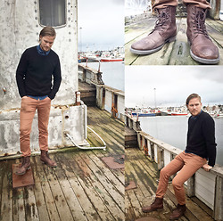 Aron Bjarnason - H&M Blue Shirt, H&M Black Sweater, Navia Brown Pants, Premium By Jj Brown Leather Shoes - I'm on a boat!
