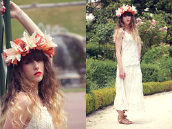 Alexe Bec - Pieces Sandals, Lily J London Dress, Doll Poupée Flower Crown -  OVERSIZE FLOWER CROWN
