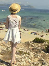 Laura R. - Atmosphere Hat, H&M Flower Print Retro Bikini, Atmosphere Top, Bershka Sandals - Mallorca II