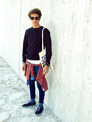 Christoph Amann - Ray Ban Glasses, C&A Sweater, Selfmade Bag, Tommy Hilfiger White Shirt, Zara Shirt, H&M Jeans, Vans Shoes - L'amour est un oiseau rebelle .