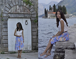 Sasha Kurilo - Massimo Dutti Shirt, Laura Ashley Skirt, Massimo Dutti Sandals - Montenegrian holidays