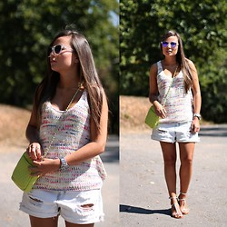 Mondaytofriday Blog - Bershka Top, Zara Shorts, Pieces Bag - Tricot