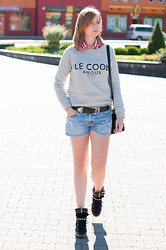Agnes F - Mango Sweatshirt, Lee Shorts, Zara Sneakers - Le cool
