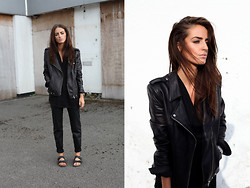 India Rose - Theory Leather Jacket, Zara Joggers, Birkenstocks - BLACK SANDS
