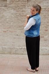 Virginia Yagüe - H&M Baggie Pant, Stradivarius Denim Waistcoat, Elle Sandals - Baggie Pants