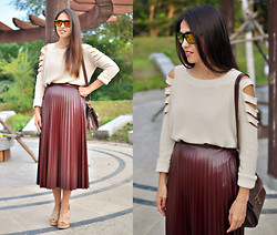 Lilia Kibalchich - Forever 21 Sweater, Caprice Heels - Long leather skirt