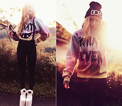 Jessica Christ - Luncchb0xx Sweater, Skinny B*Tch Beanie, Black Milk Clothing Leggings - Sweather weather... whatever!