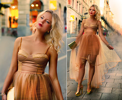 Elin Hansson - Ida Sjöstedt, Collaboration With Gold Dream Dress, Gold Heels, Old Gold Bag, Make Up Store Red Lipstick & Lippencil - ♡ Ida Sjöstedt ♡