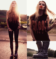 Jessica Christ - Luncchb0xx Tank, Black Milk Clothing Leggings, Dr. Martens Triumph 1914 W Boot - GR(eat and c)OOL