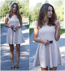 Klaudia Mikos - Second Hand Dress, Altero Shoes - Simple