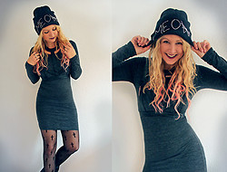 Tess Kay - Gossengold Beanie, Strap Top, H&M Longshirt, Gina Tricot Tights - MEOW