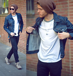 Adam Gallagher - Levi's® Trucker Jacket - Levis TRUCKER