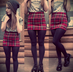 Kayla à la mode - Beanie, The Ramones T Shirt, Plaid Skirt, Tights, Lace Up Oxfords - Beat On The Brat