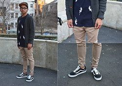 Dan Pantoja - Love Army Green 6 Panel, Love Penny Cardigan Smokey Grey, Love Navy White Lady T Shirt, Vans Old Skool, Love Zespy Pant Stretch Tan - WHITE LADY Δ