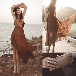 Elle-May Leckenby - Queen Of The Rocks Gown, Becca Gold Evening Purse, Honey Comb Cut Out Ring, Pressed Taner Ring, Double Cross Ring, Minimal Above Knuckle Ring, Sheinside Gold T Bar Headpiece - An evening by the ocean