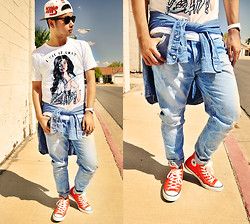 Shawn C. - Freak Streetwear Kim Kardashian Tee, Zara Washed Out Jeans, Converse Hightop All Stars - Keeping up...