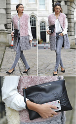 STYLISSIM . - Msgm Fur Vest, Marc By Jacobs Clutch, Anine Bing Jeans - LFW DAY 1