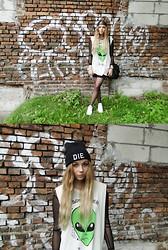 Ewa S - Unif 'We Don't Believe In You' Tank, Hype/Nosis Beanie, Reebok Kicks - No One Knows