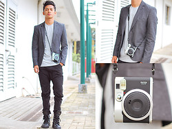 David Guison - Fujifilm Instax Mini 90 Neo Classic - Fade to Grey