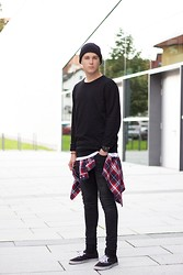 Simon Braun - H&M Sweater, H&M Shirt, Acne Studios Jeans - THINKIN BOUT YOU