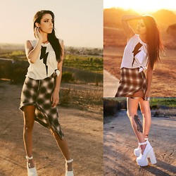 Hannah Ray - Wildfox Couture Lighting, Unif Plaid Skirt, Jeffrey Campbell Scully - Wild fox scully