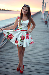 Anna Adamska - Sheinside Dress - Red roses on my dress