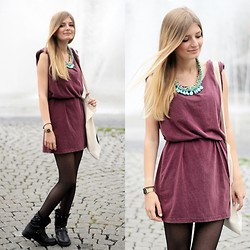 Laura S. - Dress, Necklace - Burgundy dress