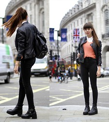 janne ' - H&M Backpack, Jeans, Blouse, New Look Shoes, Vintage Sweater - PICCADILLY CIRCUS