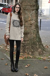 Laura R. - Vintage Jumper, Vintage Bag, Krass Glasses, Bershka Leggings, Special Edition Boots - First Time Caller