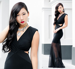 Minh Nguyen - Frontrowshop Dress, New Look Necklace - HOLLYWOOD GLAM