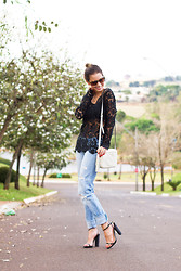 Luisa Accorsi - Gucci Bag, Christian Louboutin Shoes, Abercrombie & Fitch Jeans -  Effortless