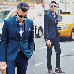 Blake Scott - The David, Burberry Dress Shirt, H&M Blue Suit, Arrie Rose Floral Pocket Square - New York on my Mind...