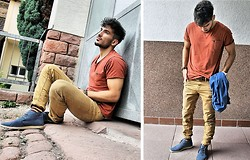 Mildan Soner - P&B Destroyed Jeans, P&B Russet T Shirt, Asos Desert Boots, Selected Striped Socks - Back in Germany... keep posting new looks :)