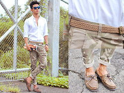 David Guison - Oakley Frogskins, Flying Dutchman Boat Shoes, Uniqlo Button Down - Clean in Camo