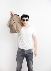Nic Liu - Topman Jeans, Topman T, Ray Ban Sunglasses, New York Yankees Cap, Vintage Bag - Casual Fridays....