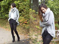 Maria L. - Zara Knit, Zara Shorts, Cubus Scarf, Bianco Boots - Soft and warm