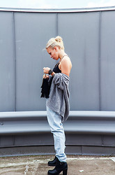 Elin H - Gina Tricot Grey Knitted Cardi, H&M Baggy Light Denim - SLIP YOUR SHOES ON AND THEN OUT YOU CRAWL