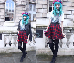 ZOE LDN - Don Broco Tee, New Look Tartan Skirt, Topshop Long Socks, New Look Shoes, Rock N Rose Floral Crown - LONDON FASHION WEEK SNAPSHOT