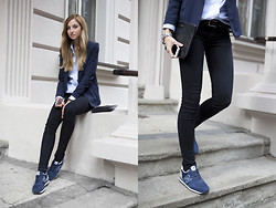 Jess A. - New Balance Sneakers, H&M Jacket - READY TO GO