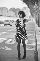 Leeloo P - Dress La Campania Fantastica, Wildfox Couture Sunglasses, Boots Bobbies - Black and white