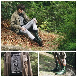 Post-Puŋk L0v3R - Vintage Bundeswehr Parka, H&M Vintage Joy Division Unknown Pleasures Tee Self Made It In Printshop (In My Last Before Job Place), Pull & Bear Half Bleached Tight Jeans, Dr. Martens Dr 10 Soles Non Steel Toe Caps - Hawk mating on the fallen leaves  (Ady Endre)