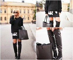 Rebecca Fredriksson -  - WALKING AROUND IN HER OVERKNEE BOOTS