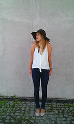 Anna Chorzelewska - New Look High Waisted Jeans, H&M Hat - Simplicity is Your friend