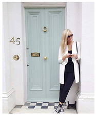 Anastasia - - Zara White Coat - Londres