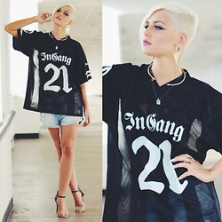 Samii Ryan - Beinhabited Jersey, Wildfox Couture Shorts, Urbanog Shoes, Forever 21 Accessories - Heart Skips A Beat