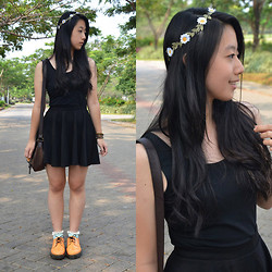 Kimberly Chrisya - Cotton On Black Flare Skirt, Giordano Black Tank Top, Bershka Brown Vintage Bag - Flowers in your hair