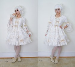 Lovely Blasphemy - Gothic Lolita Wigs Short Babydoll   White, Baby, The Stars Shine Bright Twinkle Doll Op, Alice & The Pirates Feather Rose Pearl Necklace - Shiro