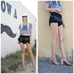 Amanda . - Hipsters For Sisters Bag, Zara Shorts, Jc Heels, Céline Sunnies - Casual friday