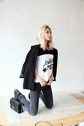 Miu N - H&M Blazer, Cubus Top, The Local Firm Jeans, Givenchy Bag, Vagabond Shoes - White Wall