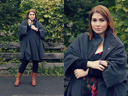 Luciana Blümlein - Samoon By Gerry Weber Poncho Coat, H&M Dress, Sommerkind Boots, Yves Saint Laurent Ring - Poncho.